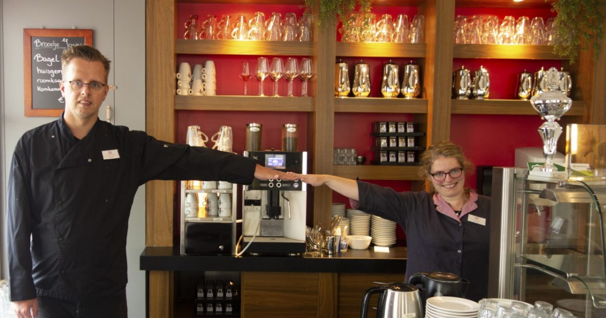 Stefan en Denise laten zien hoeveel 1,5 meter is
