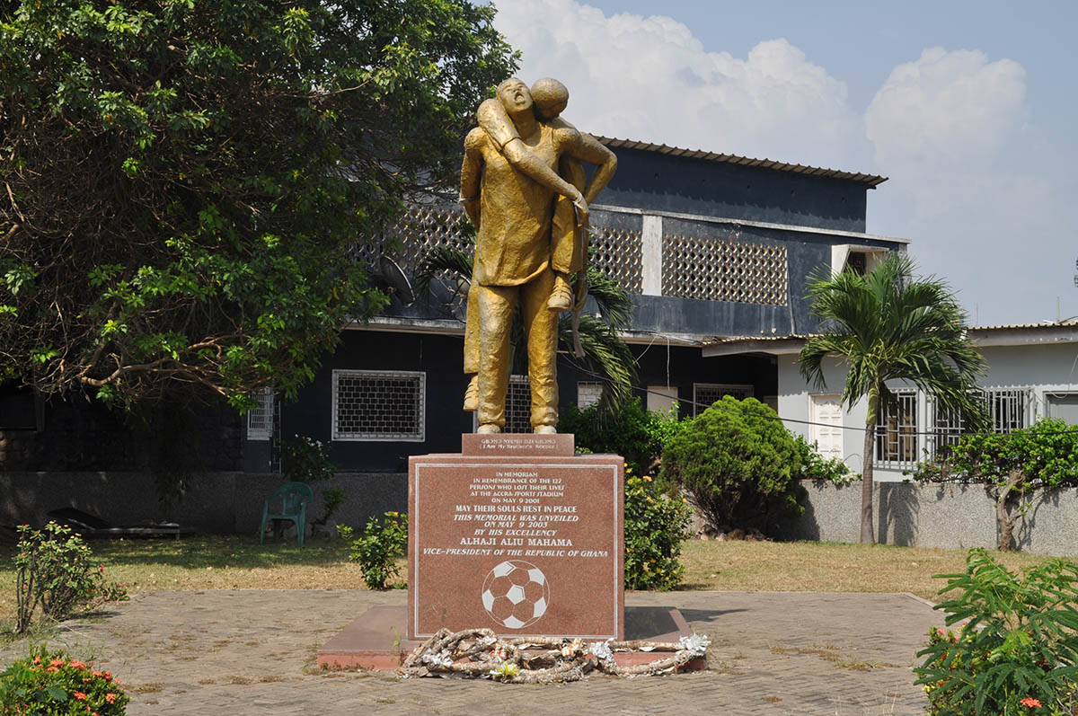 My Brother's Keeper, een monument bij het Accra Sports Stadium